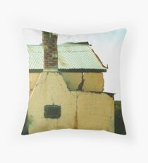 Ou plaasopstal – Old farmstead Throw Pillow