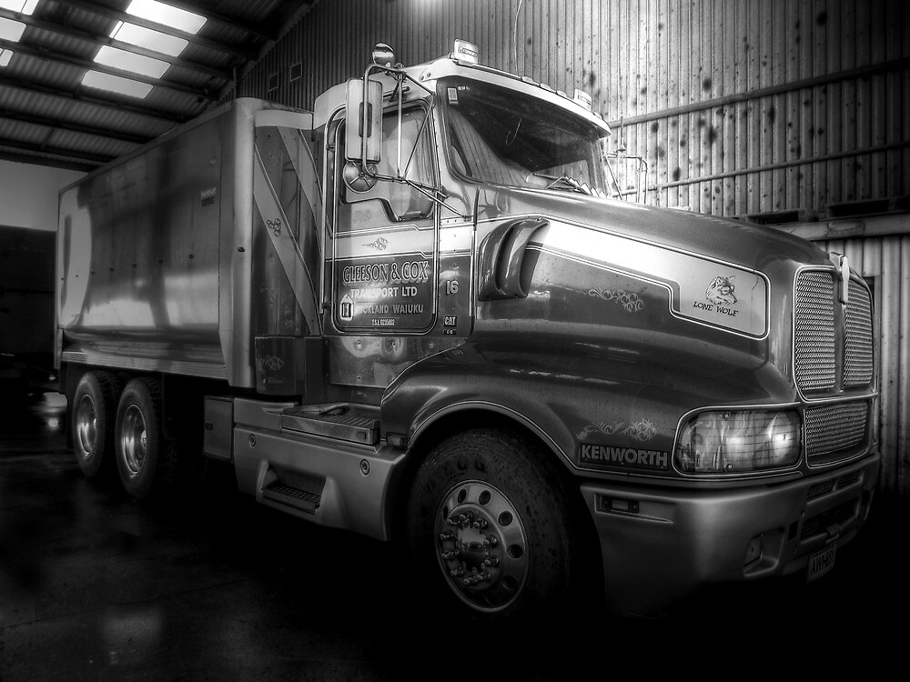 The mighty Kenworth... by Wenz