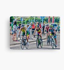 Triatletas en bici Canvas Print