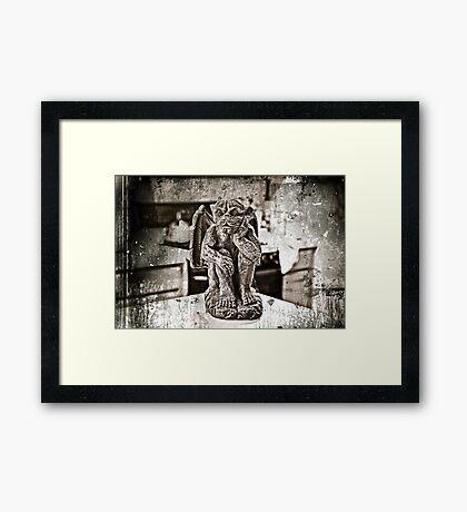 GARGOYLE ANIMAL GOTHAM. Framed Print