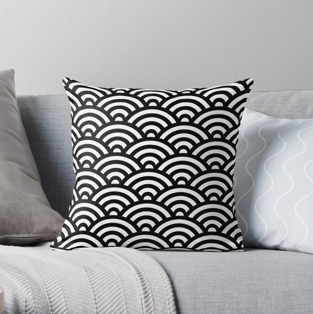 Black Japanese Inspired Waves Shell Pattern Dekokissen