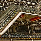 Le Centre Georges-Pompidou vu depuis l'esplanade by EblePhilippe