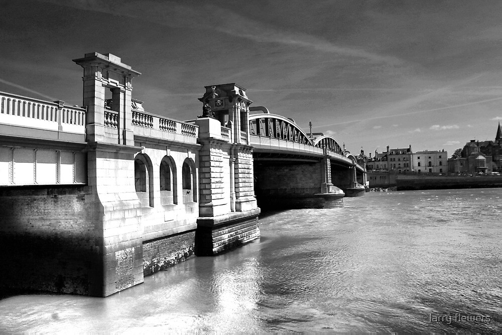 Rochester Bridge (infra red) by larry flewers