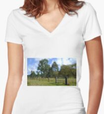 The Aussie farm fence Women's Fitted V-Neck T-Shirt