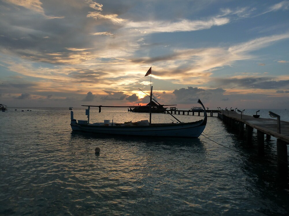 Thudufushi, Maldives: Fishermen Dhoni and Sunset by presbi