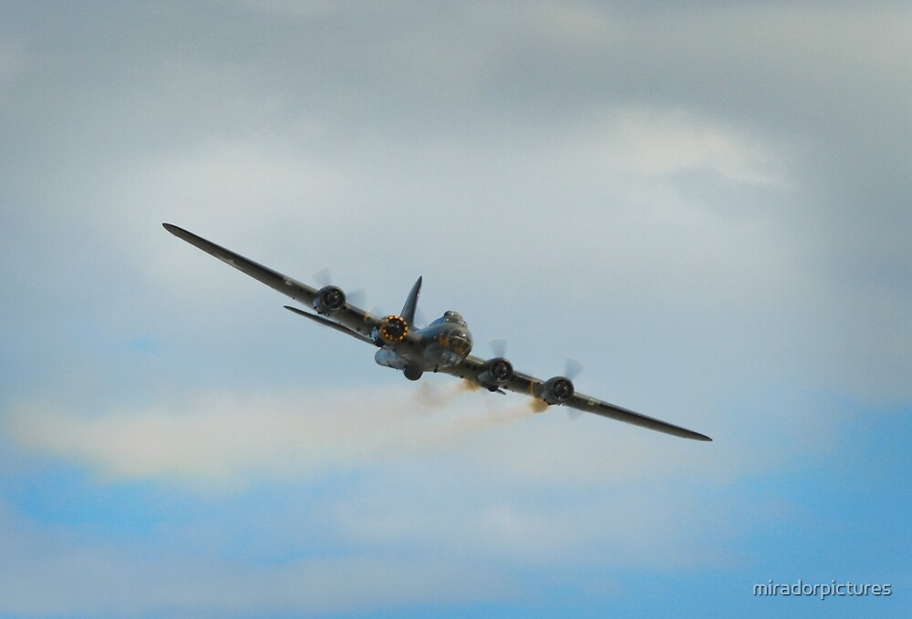 B17 demonstrating it's resistance to enemy fire by miradorpictures