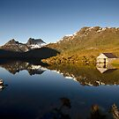 Dove Lake at Dawn. by Victor Pugatschew