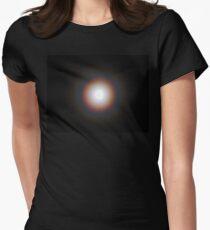 Supermond Eclipse Regenbogen Halo Tailliertes T-Shirt für Frauen