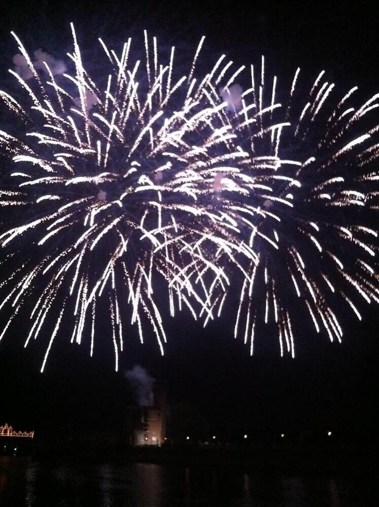 Fireworks by acrazyfangirl