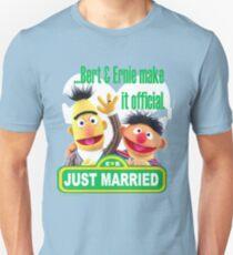 Bert & Ernie - Just Married T-Shirt