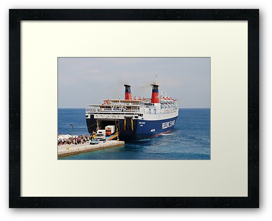 Express Pegasus disembarking, Alonissos by David Fowler
