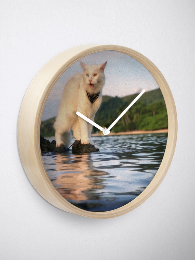 Alternate view of King Of The World Clock