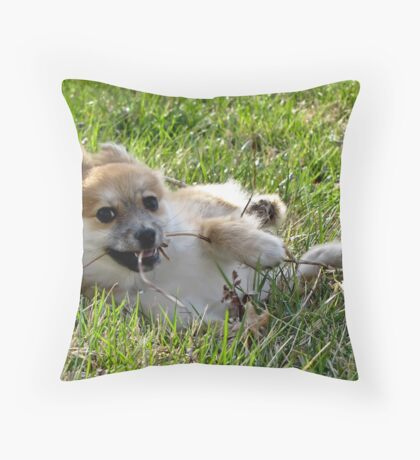 Foxy wth fur flyin' Throw Pillow
