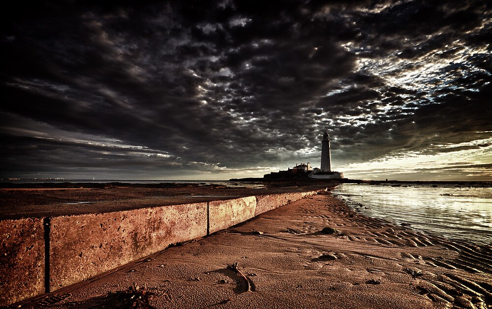 St Mary's Lighthouse by Philip  Whittaker