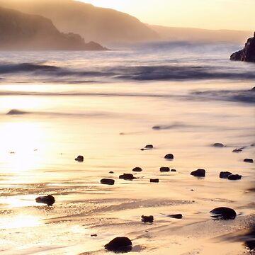 Sonnenaufgang bei Kennack Sands, Cornwall von Andrew-Hocking
