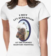 Lil Sebastian Tailliertes T-Shirt für Frauen