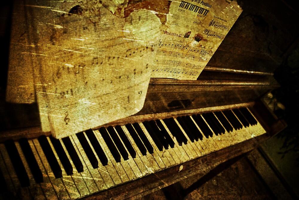 Grungy Piano by PaulMahar