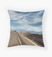 Traversée du désert Throw Pillow