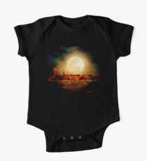Fire Moon over New London-on-Thames Kids Clothes