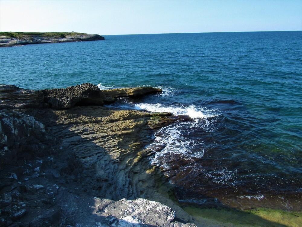 Waves at Babalı Rocky Coast by tomeoftrovius