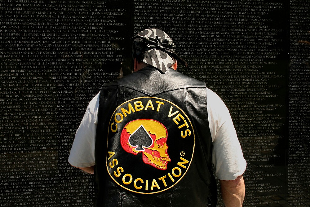The Vietnam Wall 4417 by Mart Delvalle