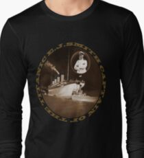 ☝ ☞ EJ SMITH CAPTAIN OF THE TITANIC & TITANIC -TEE SHRIT-Titanic leaving Belfast with two guiding tugs ☝ ☞ Long Sleeve T-Shirt
