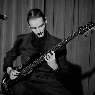 Finn on the 8-string Bass by roger