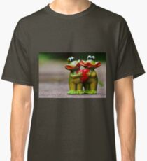 Frogs in love Classic T-Shirt