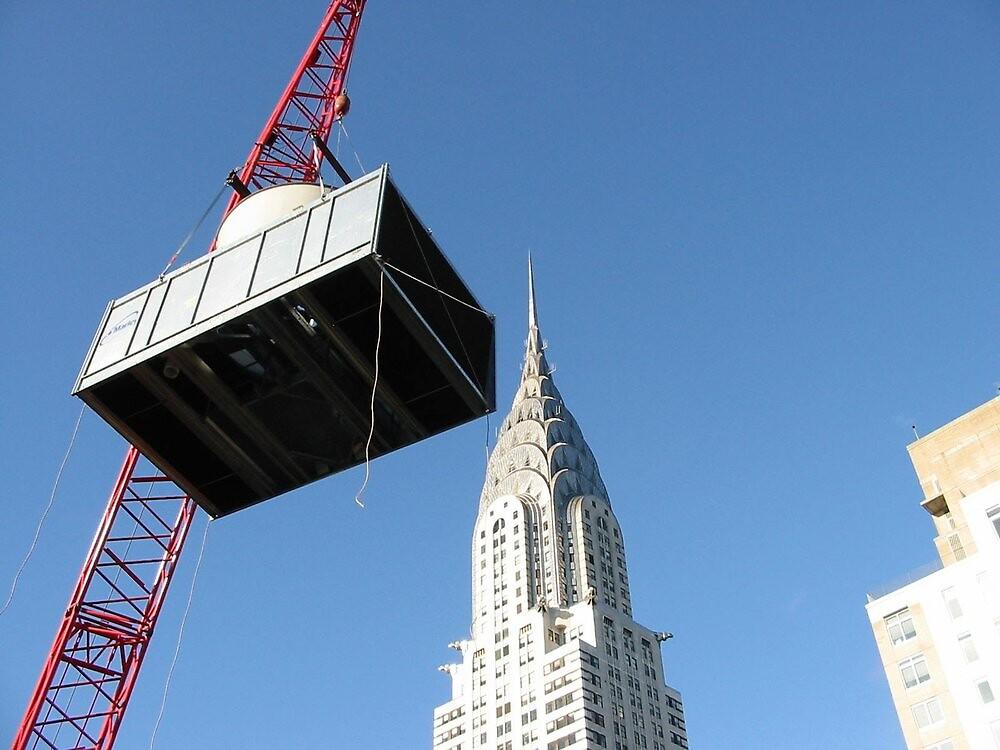 Manhattan Hoist by Mark Roon-Reitmeier