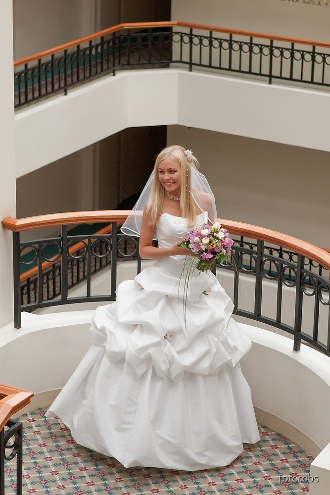 Bride in gallery by fotorobs