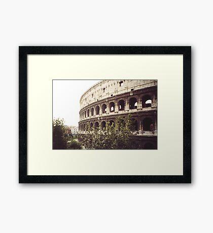 il colosseo -roma-Italy-_quando si parla di grandi monumenti --- Italy --4200 VISUALIZZ.  A GENNAIO 2013- featured italia 500+-RB EXPLORE 22 NOVEMBRE 2011--- Framed Print