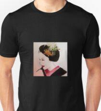 Maiko with Turtle & Crane Kanzashi Unisex T-Shirt