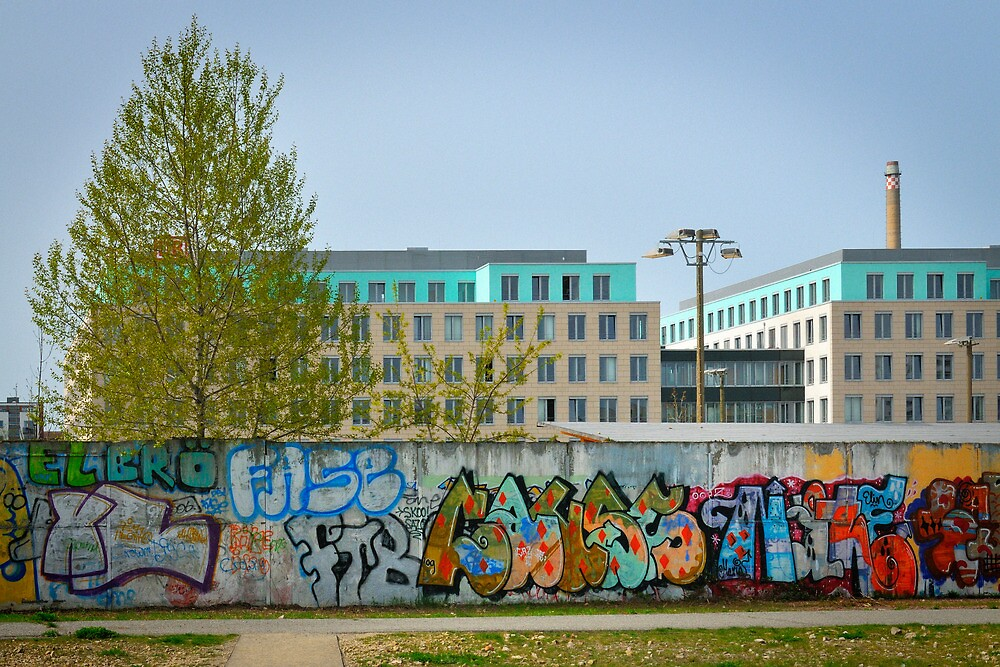 Along the Wall - 6 by Yannick Verkindere