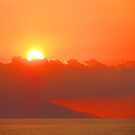 The setting sun is colouring the sky and the the sea - El sol está teñiendo el cielo y el mar al atardecer by PtoVallartaMex