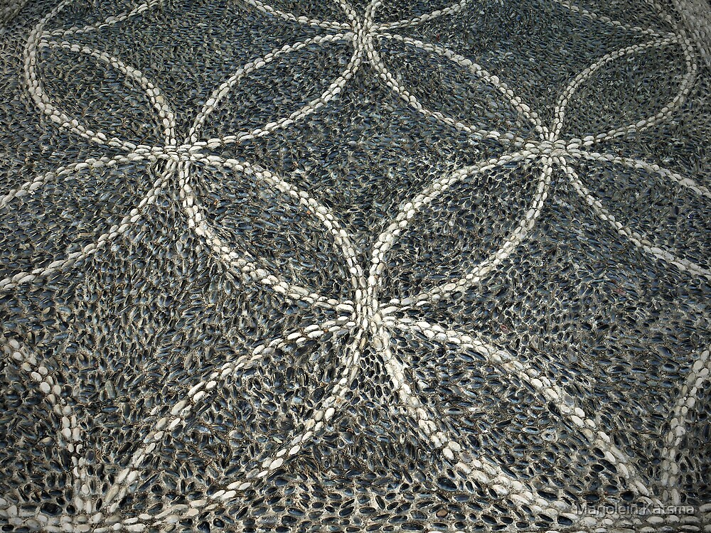 Shiny pebbles: circles (Enderûn Avlusu in Topkapı Sarayı) by Marjolein Katsma