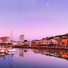 Townsville City by Stephen  Nicholson