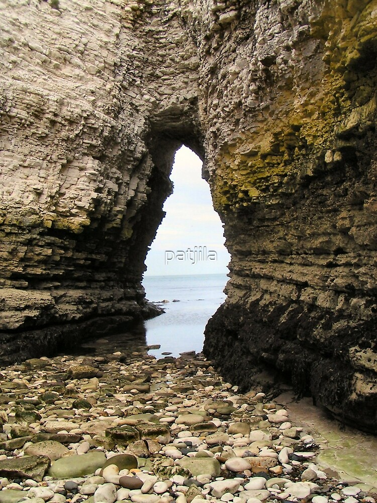 Flamborough cave, low tide by patjila