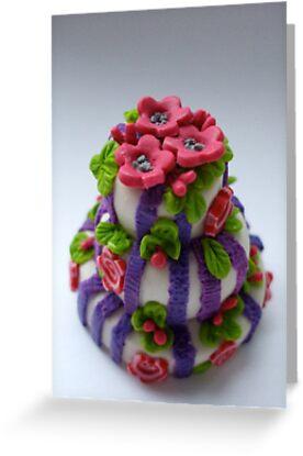 pink 'n' purple wedding cake by Babz Runcie