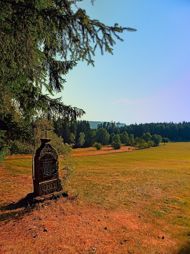 Wayside shrine with scenery | landscape photography by Patrick Jobst