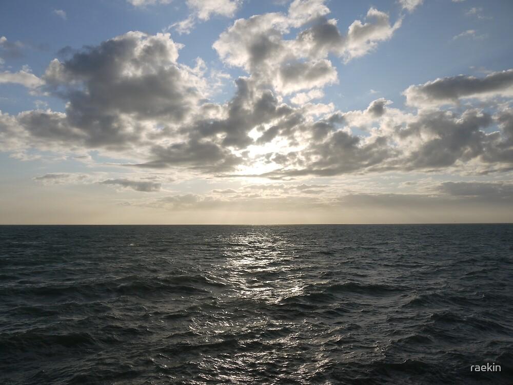 Sun through clouds by raekin