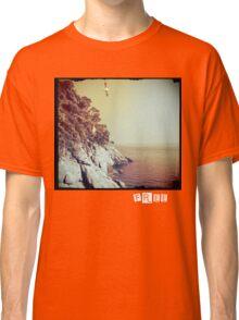 Free - T-shirt Classic T-Shirt