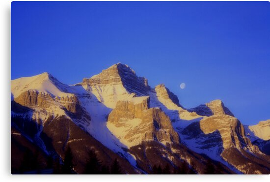 Mountain and the Moon by oliverjm