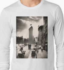 Camiseta de manga larga Vintage Photograph of The NYC Flat Iron Building 2