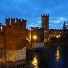 A night walk in Verona: Castelvecchio Bridge by presbi