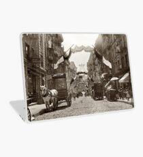 Vinilo para portátil Little Italy Mott Street NYC Photograph (1908)