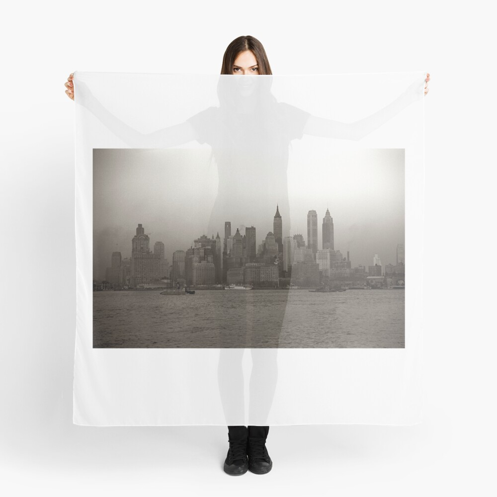 PañueloVintage New York City Skyline Photograph (1941) Delante