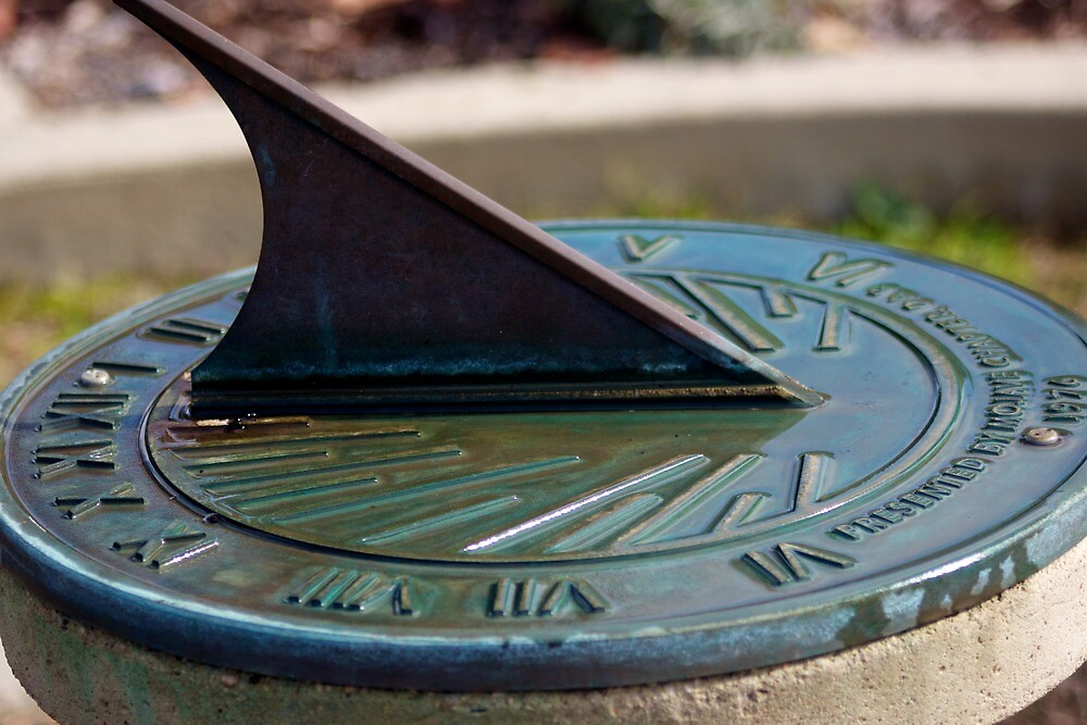 Sun dial by Vaillettephoto