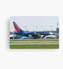 N715SW Southwest Airlines Boeing 737-7H4 Shamu Canvas Print