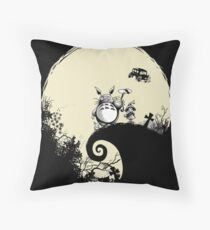 Neighbour Before Christmas - Totoro Throw Pillow