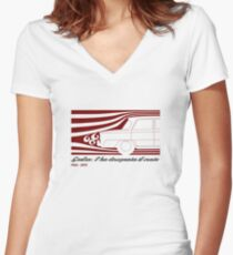 Alfa Romeo Giulia: l'ha disegnata il vento (designed by the wind) Women's Fitted V-Neck T-Shirt